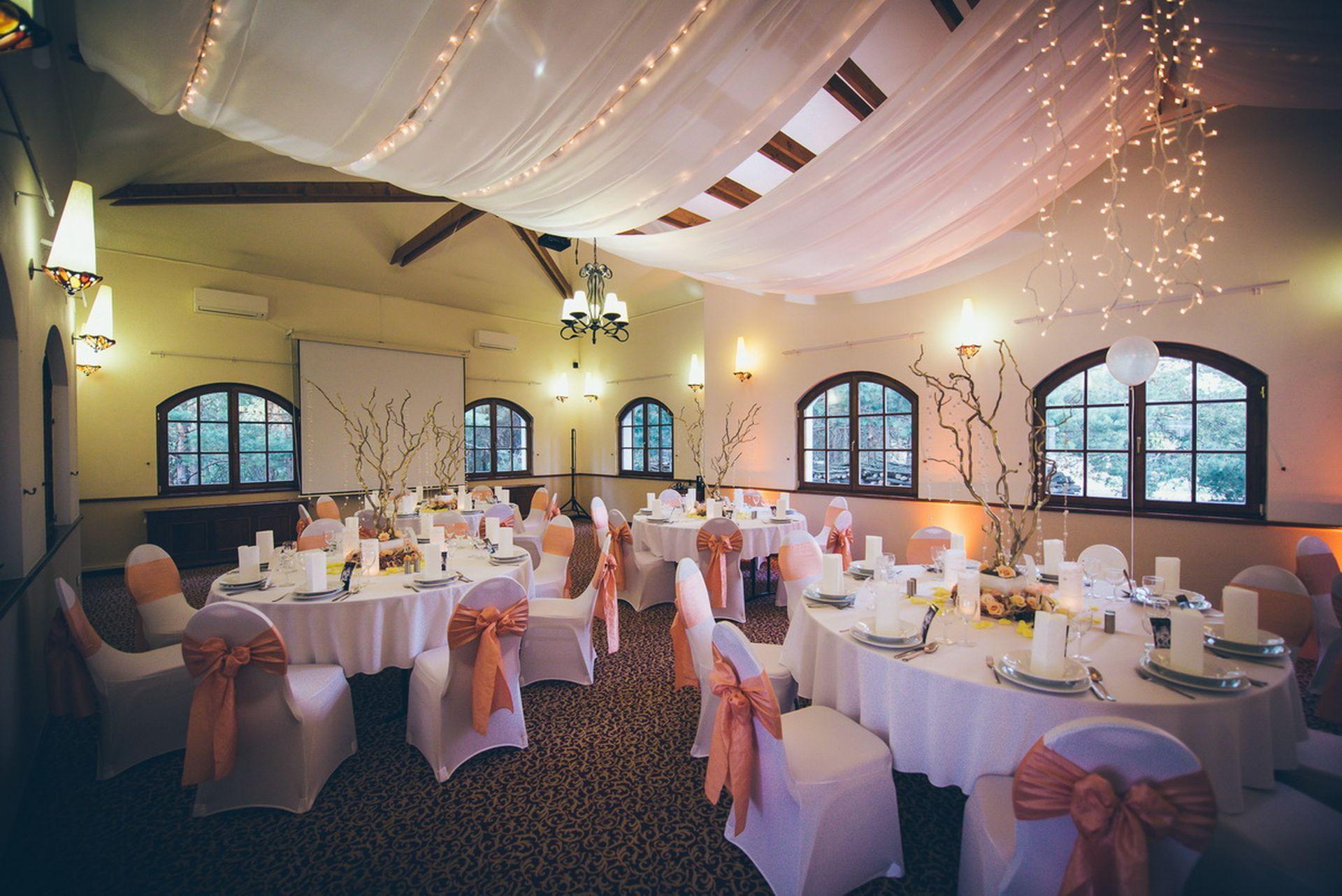 Krúdy terem esküvői dekoráció