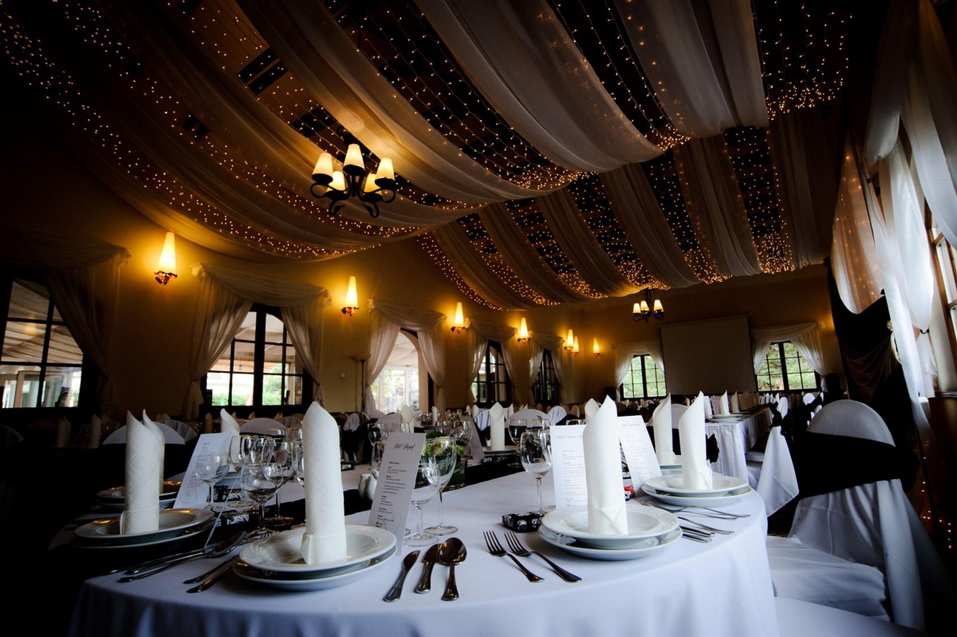 Krúdy terem esküvői dekoráció_3